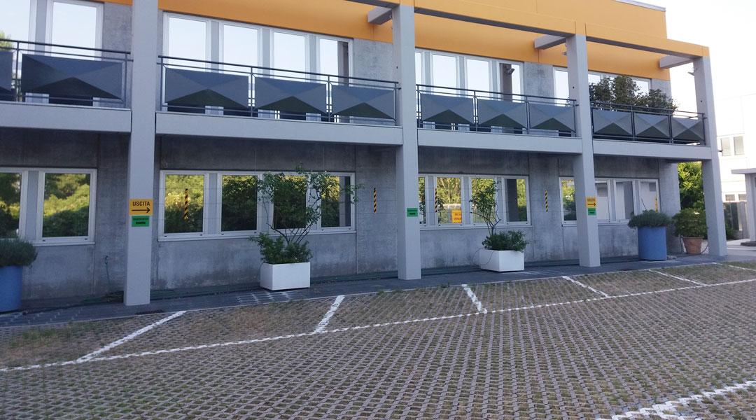 Pavimentazioni interne ed esterne, Industrie